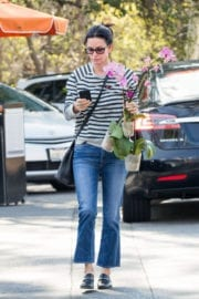 Courteney Cox Stills Shopping a Few Orchids at Farmer's Market in Los Angeles