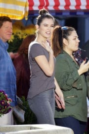 """Hailee Steinfeld Stills on the Set of """"Pitch Perfect 3"""" in Atlanta"""