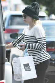 Hilary Duff Out for Lunch at Joan's on Third in Los Angeles