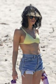 Jenna Dewan Arrives in Bikini on the Beach in Hawaii