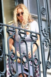 Pregnant Beyoncé Knowles Stills on a Balcony in New Orleans