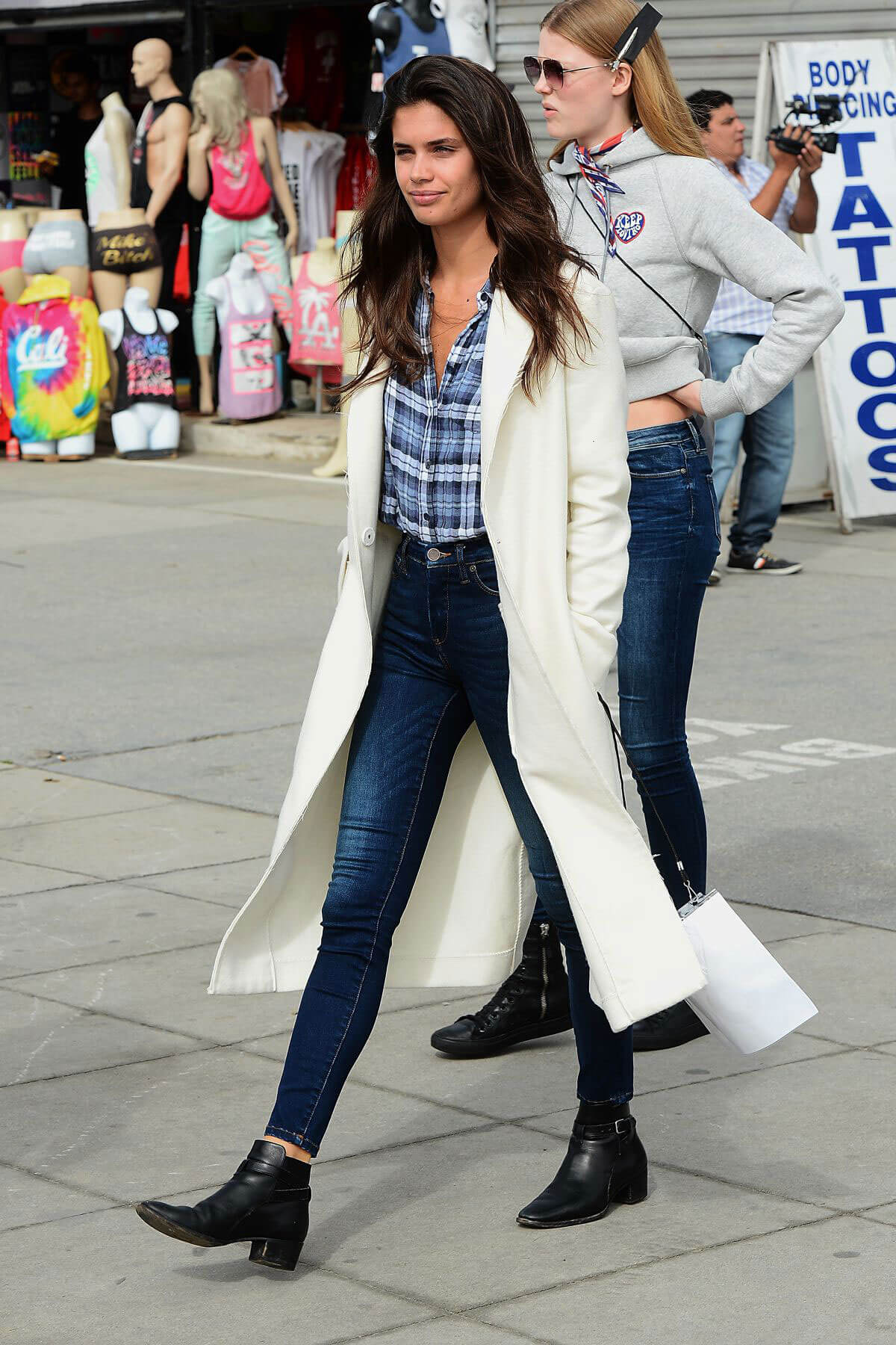 Sara Sampaio Arrives at Tommy Hilfiger Fashion Show in Venice