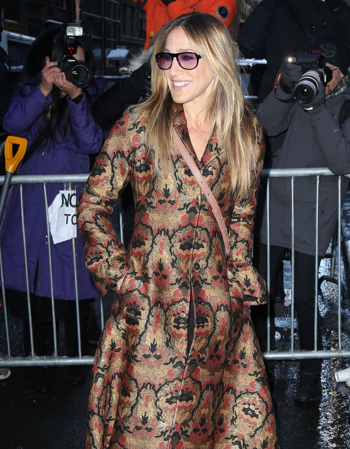Sarah Jessica Parker Arrives at Calvin Klein Fashion Show ...