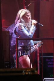 Stacy Fergie Ferguson Performs at Tommy Hilfiger Fashion Show in Venice