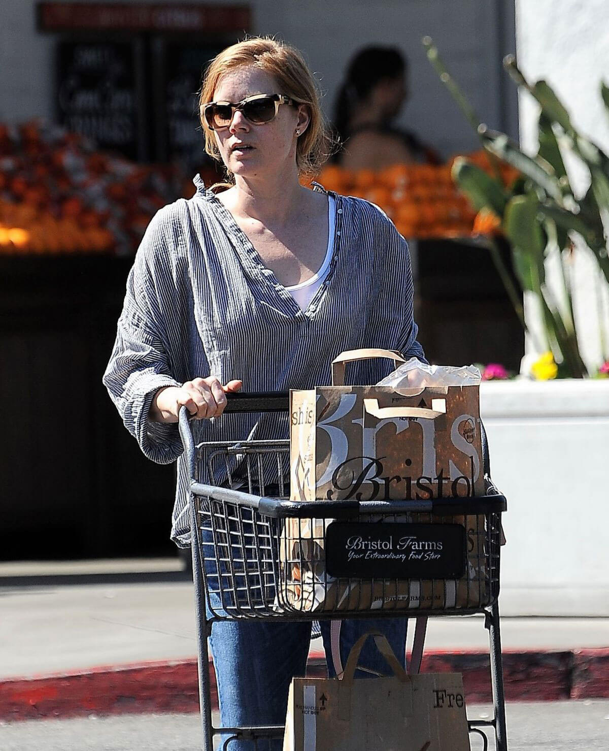 Amy Adams Stills Shopping Grocery in Los Angeles