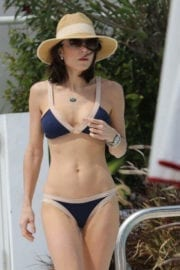 Bethenny Frankel Stills in Bikini at a Pool in Miami 1