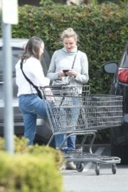Cameron Diaz Stills Out for Grocery Shopping in Los Angeles 1
