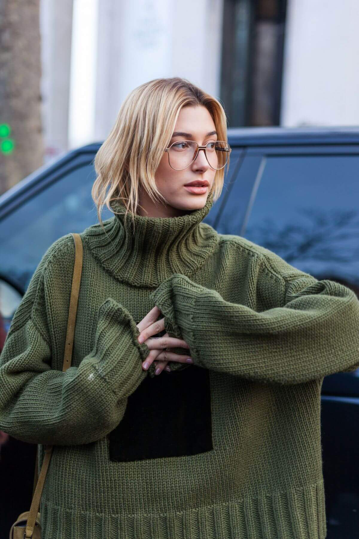 Hailey Rhode Baldwin Stills Out in Paris