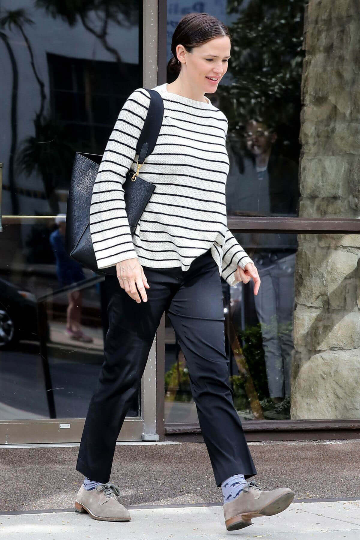 Jennifer Garner Stills at a Church in Brentwood 2
