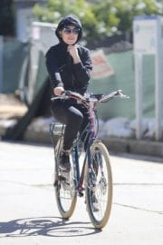 Kate Hudson Stills Out for a Bike Ride in Brentwood