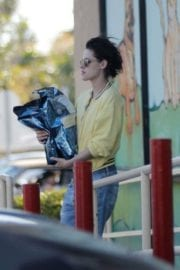 Kristen Stewart and Stella Maxwell Stills Out and About in Los Angeles 4