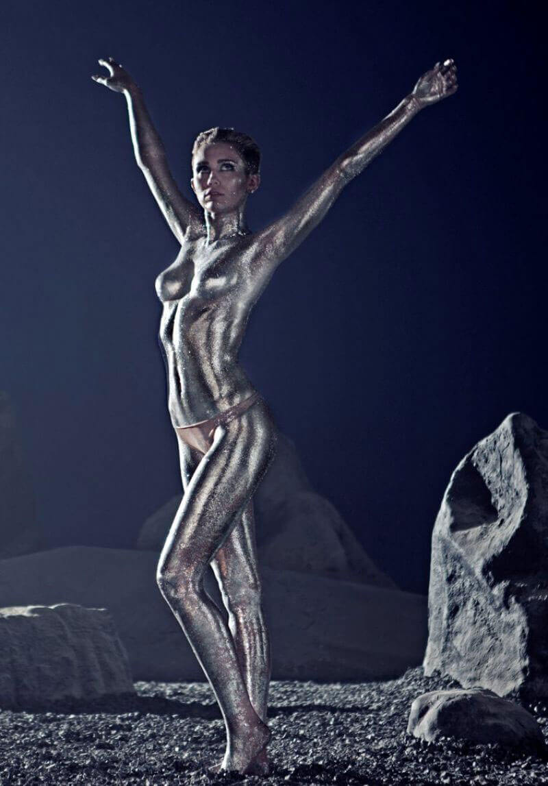 Miley Cyrus Stills Covered in Silver Body Paint Photos 1
