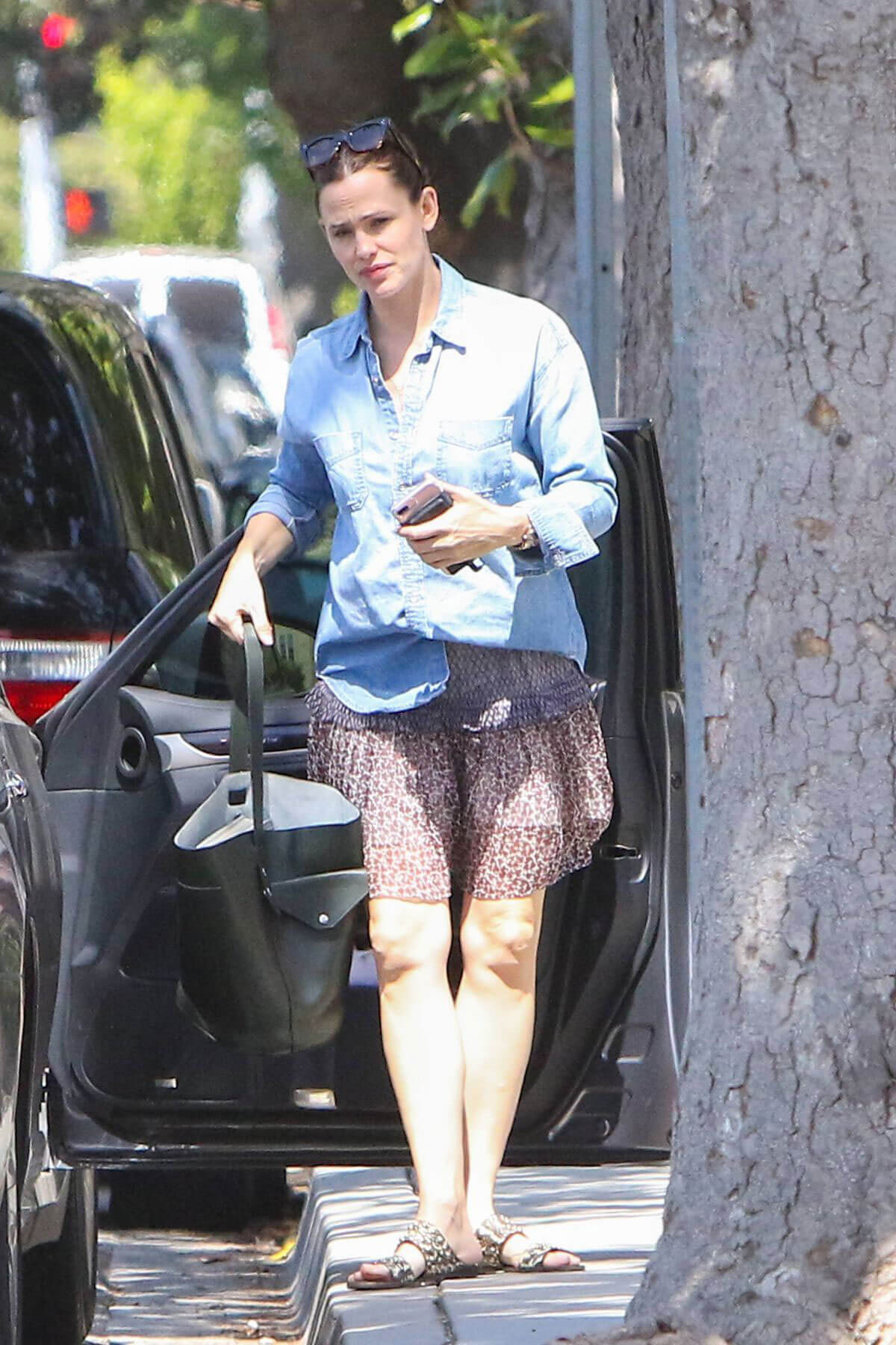 Jennifer Garner Stills in Skirt Out in Los Angeles