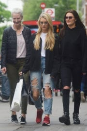LOTTIE MOSS Shopping on Kings Road in London