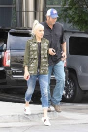 GWEN STEFANI Arrives at a Recording Studio in Hollywood