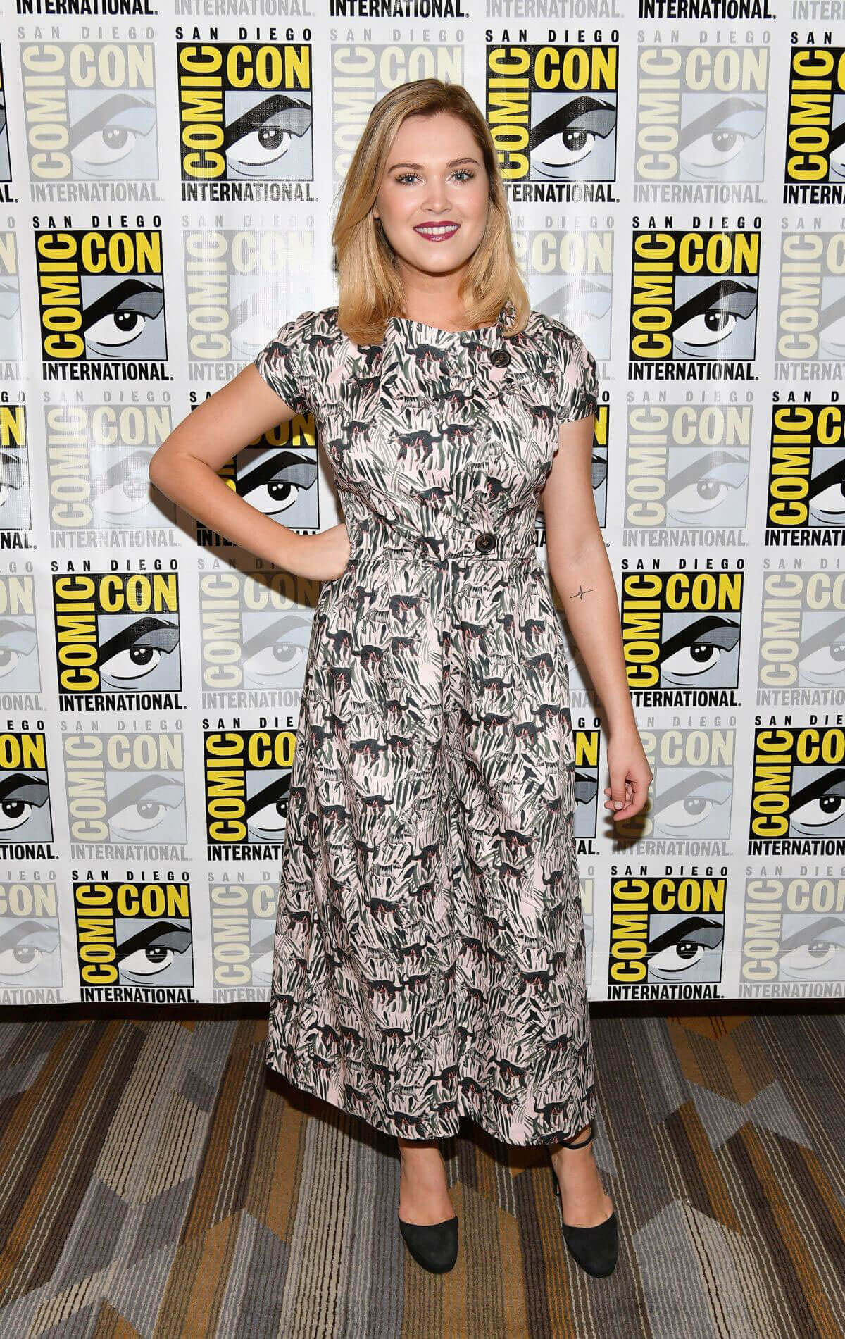 Eliza Taylor at The 100 Press Line at Comic-con in San Diego Images