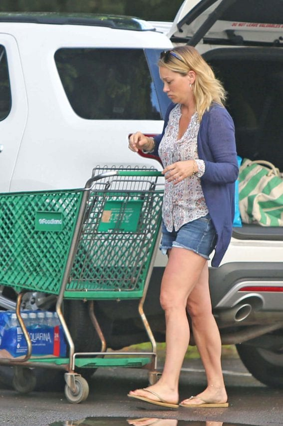 Christine Taylor Stills Out Shopping in Hawaii Photos