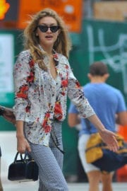 Gigi Hadid Stills Leaves Her Apartment in New York Images