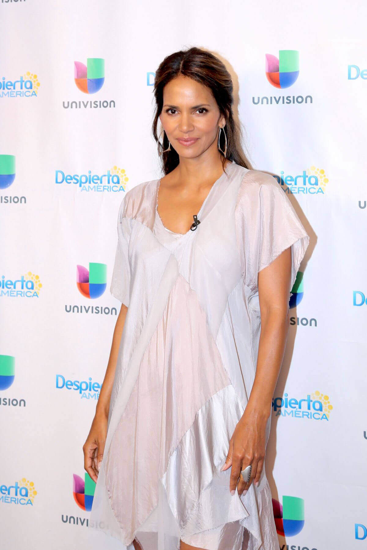 Halle Berry Stills on the Set of Despierta America in New York Images