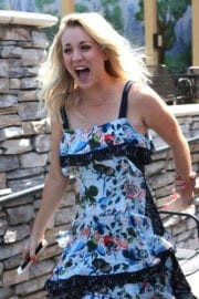 Kaley Cuoco Photos Arrives on the Set of Extra in Los Angeles