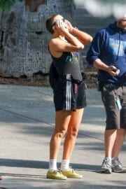 Kate Hudson Stills Shows Haircut on the Set Sister in Los Angeles