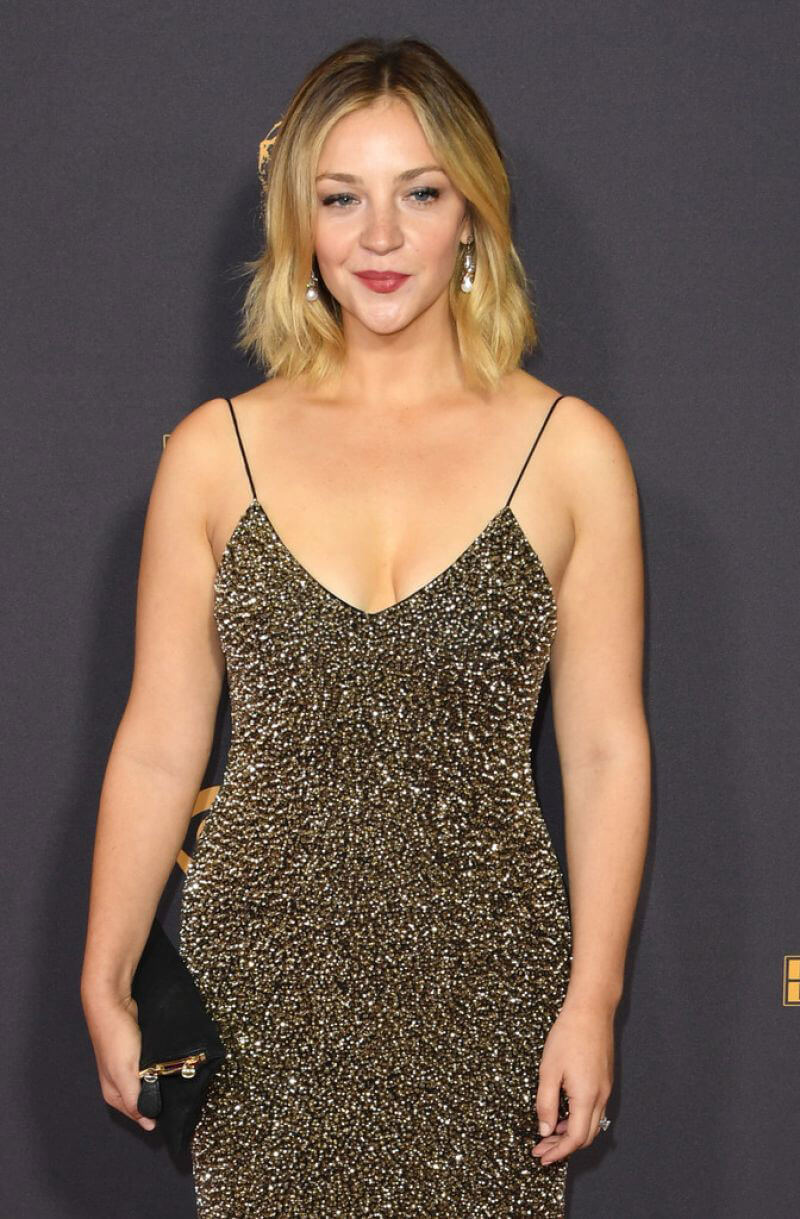 Abby Elliott - News, Photos and Videos - Page 1 of 1 ... Emmy Awards 2017