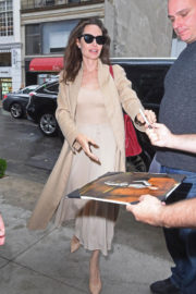 American Actress Angelina Jolie Stunning Looks Stills Out in New York