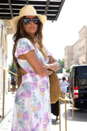 Eva Longoria shows off deep cleavage on Holiday in Athens