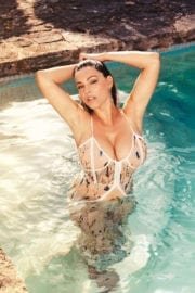 Kelly Brook Sizzling Photoshoot for 2018 Calendar