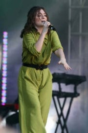 Lorde Stills Performs Live at iHeartRadio Beach Ball Summer Concert in Vancouver