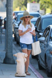 Reese Witherspoon Stills in Denim Shorts Shopping at Brentwood Country Mart