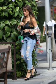 Sofía Vergara wears Ripped Jeans at Il Pastaio in Beverly Hills