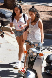 Ariel Winter Stills Arriving For Her First Day of School at UCLA in Westwood