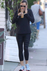 Jennifer Garner Stills Out and About in Brentwood Photos