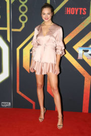 Ksenija Lukich Stills at Thor: Ragnarok Premiere in Sydney Images