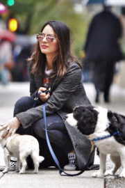 Olivia Munn flaunts her Belly Button Out with Her Dogs in Vancouver