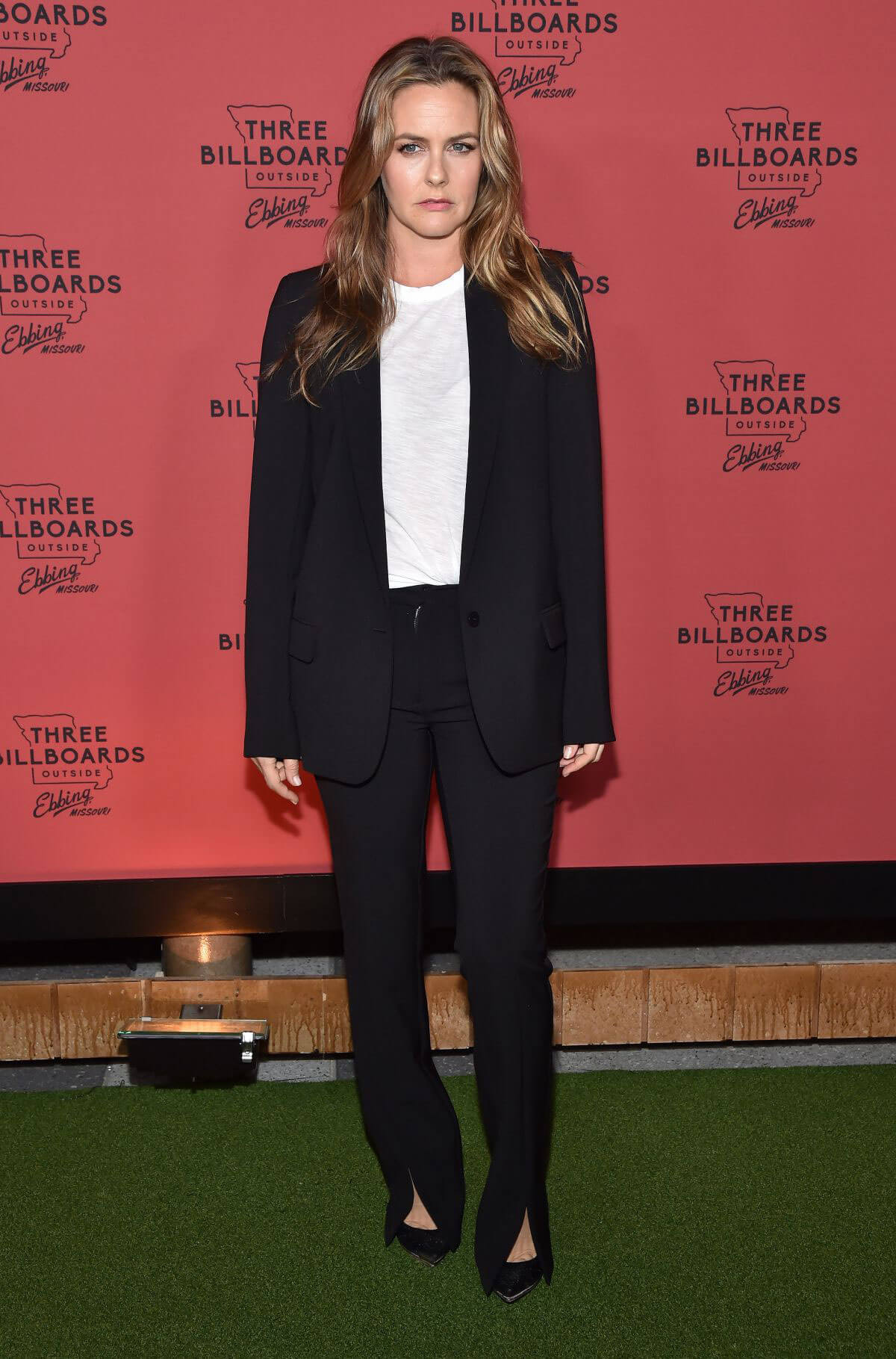 Alicia Silverstone Stills at Three Billboards Outside Ebbing, Missouri Premiere in Los Angeles