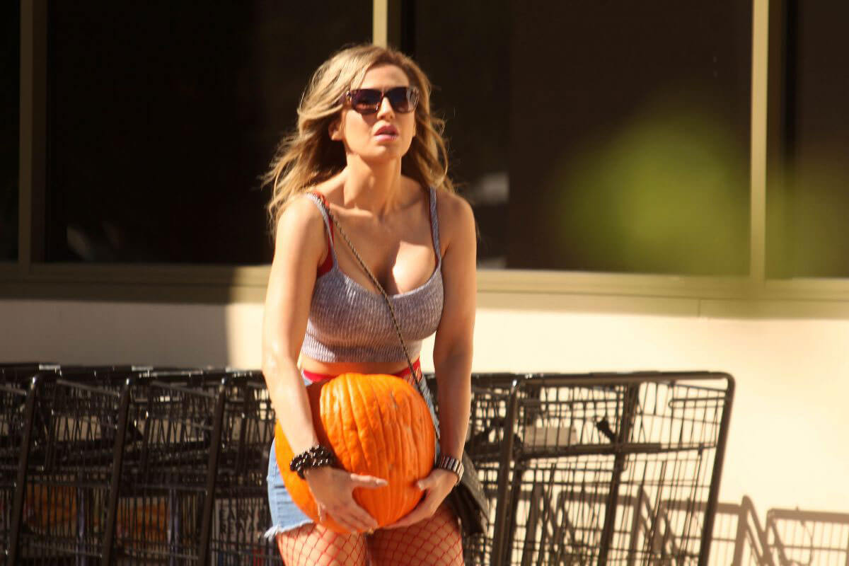 Ana P. Braga Stills Buys Thanksgiving Pumpkin at Albertsons Supermarket in Calabasas