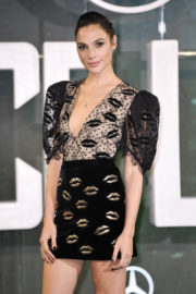 """Gal Gadot Stills at """"Justice League"""" Photocall in London"""