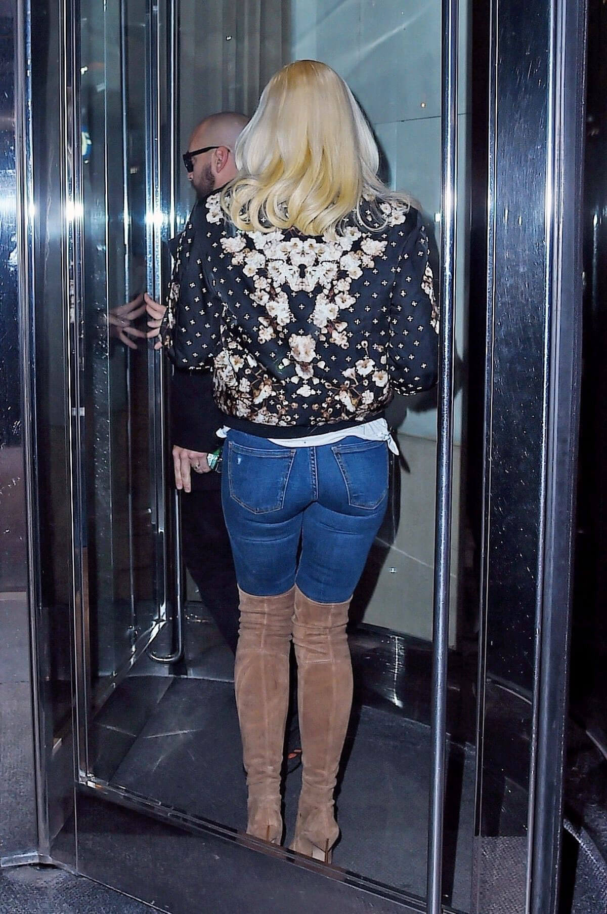 Gwen Stefani Wears Tight Jeans Amp Long Boots At Today Show