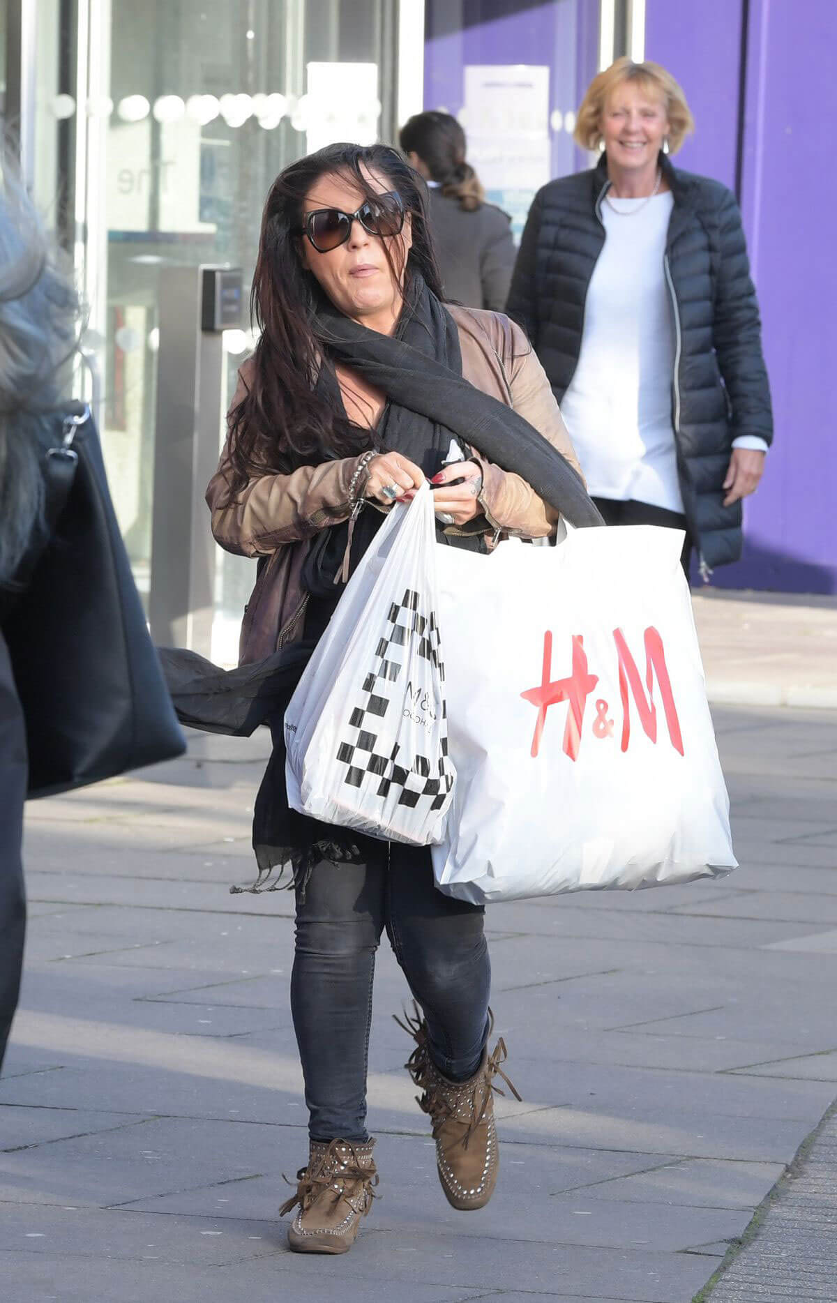 Jessie Wallace in Black Tight Dusky Jeans Out and About in London