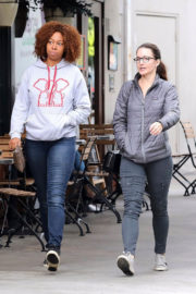 Kristin Davis Stills Out with a Fiend in Brentwood Images
