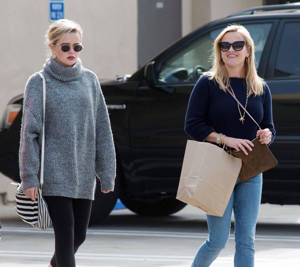 Reese Witherspoon and Ava Phillippe Stills Out in Los Angeles Images