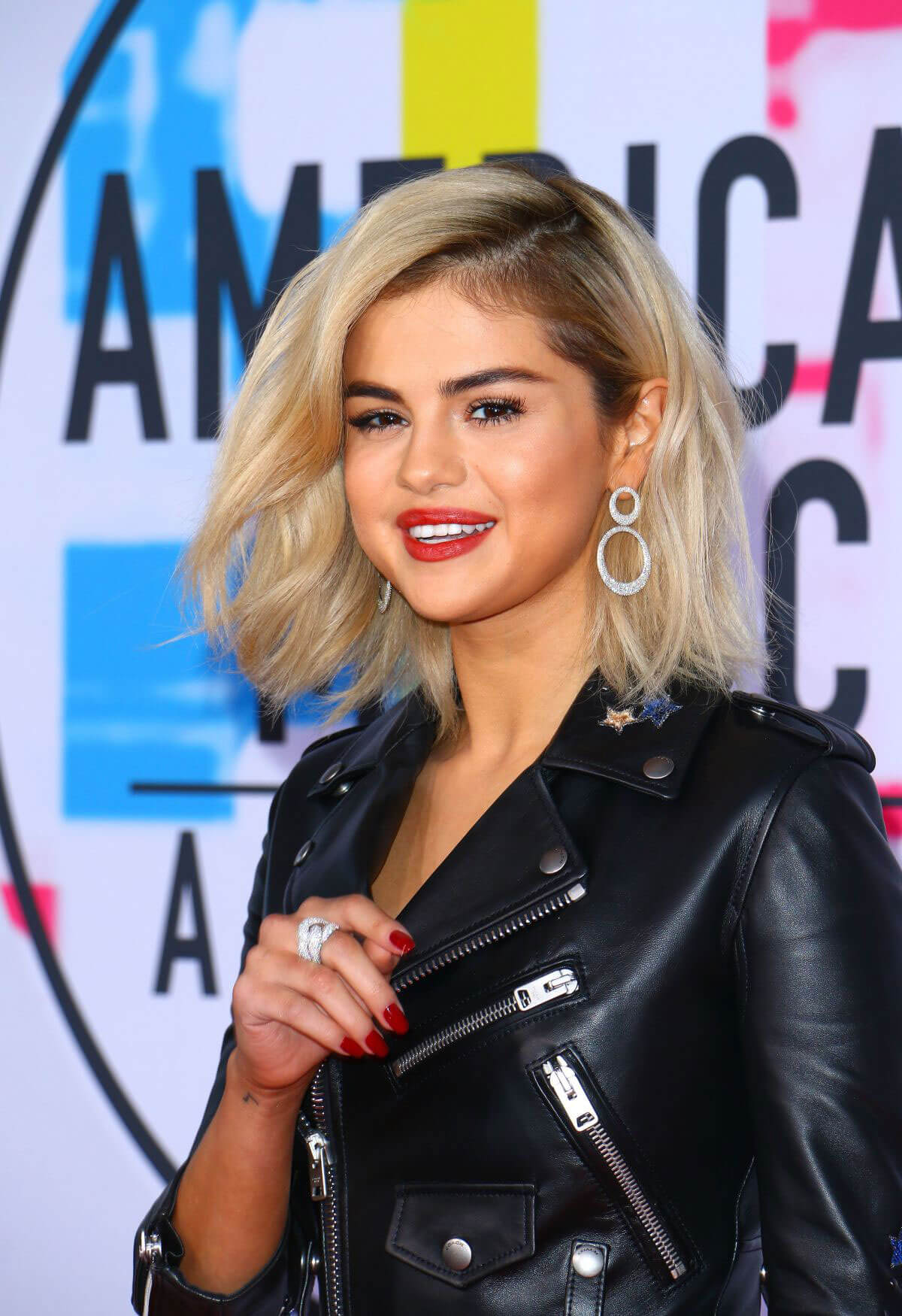 Black Friday 2017 Victoria Secret >> Selena Gomez First Time Blonde Hair Stills at American Music Awards 2017 in Los Angeles 152532 ...