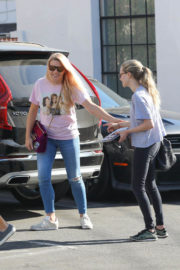 Amanda Seyfried and Busy Philipps Stills Out for Lunch in West Hollywood 2017/12/14