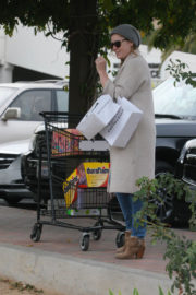Amy Adams Stills Out Shopping in Beverly Hills 2017/12/23