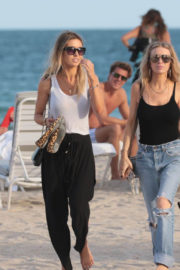Audrina Patridge Stills Out at the Beach in Miami 2017/12/08