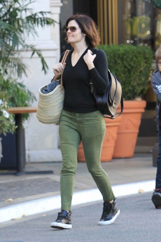 Betsy Brandt Stills Out Shopping in Hollywood 2017/12/17