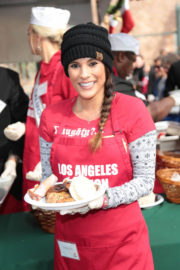 Bonnie-Jill Laflin Stills at LA Mission Serves Christmas to the Homeless in Los Angeles 2017/12/22