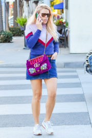 Busy Philipps Stills Out and About in Los Angeles 2017/12/12